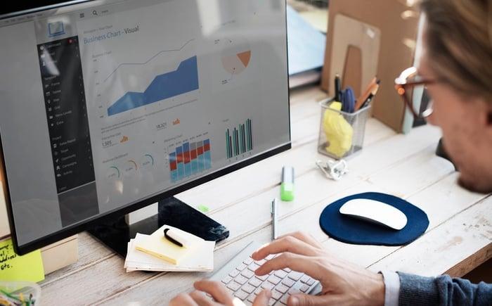 what-marketing-analytics-how-it-works-analyzing-new-image